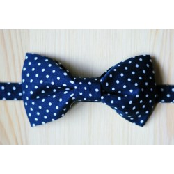 Wonderful handmade polka dot pre-tied bow tie